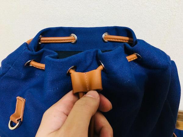メインポケットのストラップ2