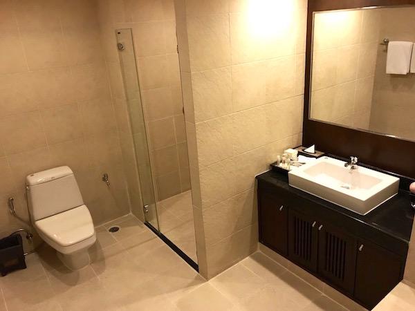 グランド メルキュール バンコク アソーク レジデンス(Grand Mercure Bangkok Asoke Residence)のバスルーム1