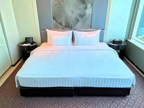 グランドセンターポイントホテルターミナル21(Grande Centre Point Hotel Terminal 21)客室のキングベッド