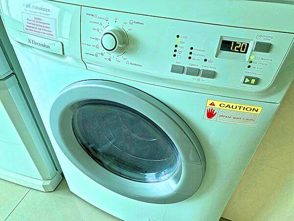 グランドセンターポイントホテルターミナル21(Grande Centre Point Hotel Terminal 21)の客室に完備している乾燥機付き洗濯機