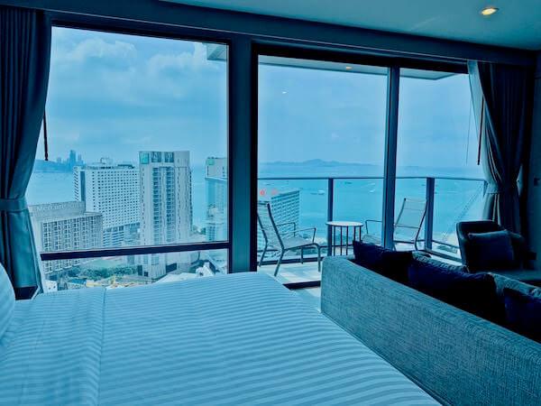 グランデ センター ポイント パタヤ(Grande Centre Point Pattaya)の客室から見えるパタヤビーチ2