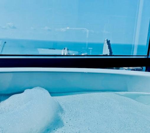 グランデ センター ポイント パタヤ(Grande Centre Point Pattaya)のバスルームでの泡風呂