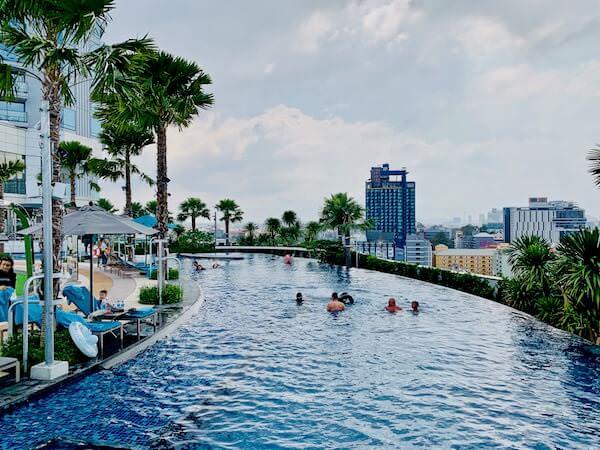 グランデ センター ポイント パタヤ(Grande Centre Point Pattaya)のプール1