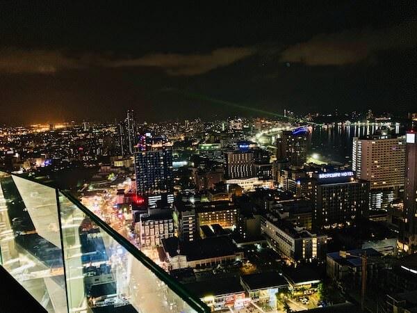 グランデ センター ポイント パタヤ(Grande Centre Point Pattaya)のスカイバーから見えるパタヤ市街