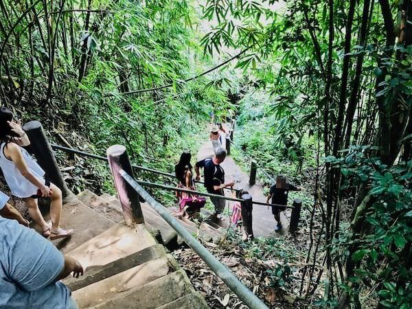 へーウスワット滝へアクセスする階段