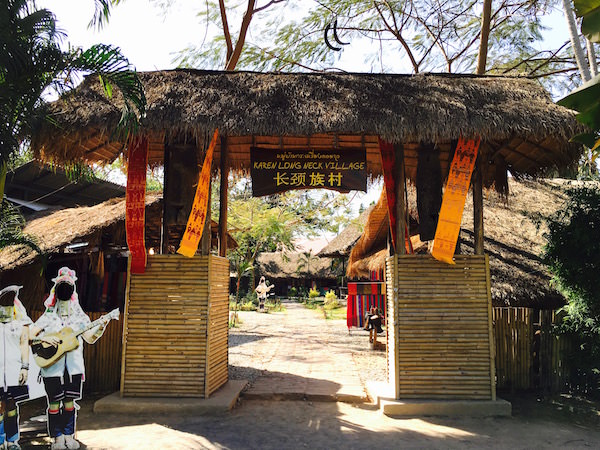 ヒル トライブ ビレッジ パタヤの首長族の村