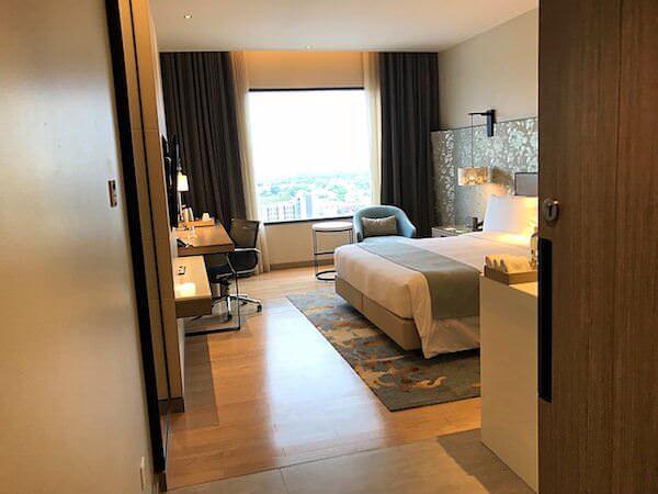 ホリデイ イン アンド スイーツ ラヨーン シティ センター(Holiday Inn and Suites Rayong City Centre)の客室1