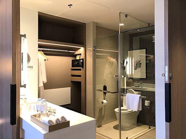ホリデイ イン アンド スイーツ ラヨーン シティ センター(Holiday Inn and Suites Rayong City Centre)のシャワールーム