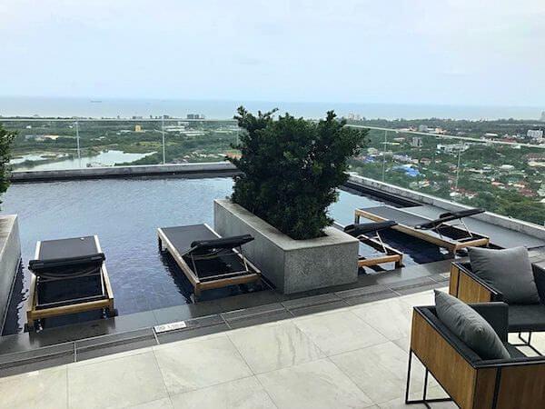 ホリデイ イン アンド スイーツ ラヨーン シティ センター(Holiday Inn and Suites Rayong City Centre)のプール2