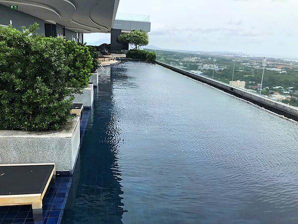 ホリデイ イン アンド スイーツ ラヨーン シティ センター(Holiday Inn and Suites Rayong City Centre)のプール3
