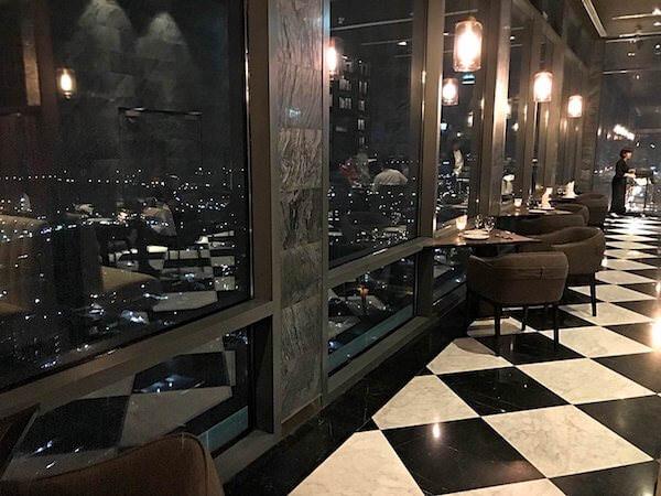 ホリデイ イン アンド スイーツ ラヨーン シティ センター(Holiday Inn and Suites Rayong City Centre)のレストラン1
