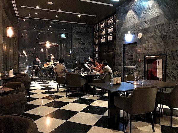 ホリデイ イン アンド スイーツ ラヨーン シティ センター(Holiday Inn and Suites Rayong City Centre)のレストラン2