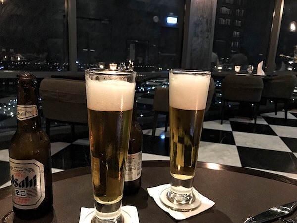 ホリデイ イン アンド スイーツ ラヨーン シティ センター(Holiday Inn and Suites Rayong City Centre)のレストランで飲んだビール