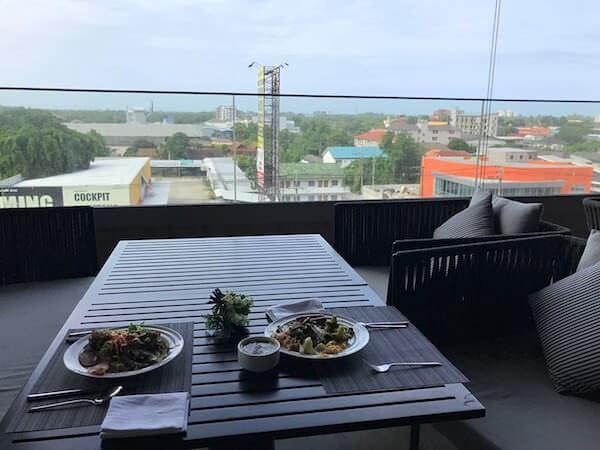 ホリデイ イン アンド スイーツ ラヨーン シティ センター(Holiday Inn and Suites Rayong City Centre)の朝食会場2
