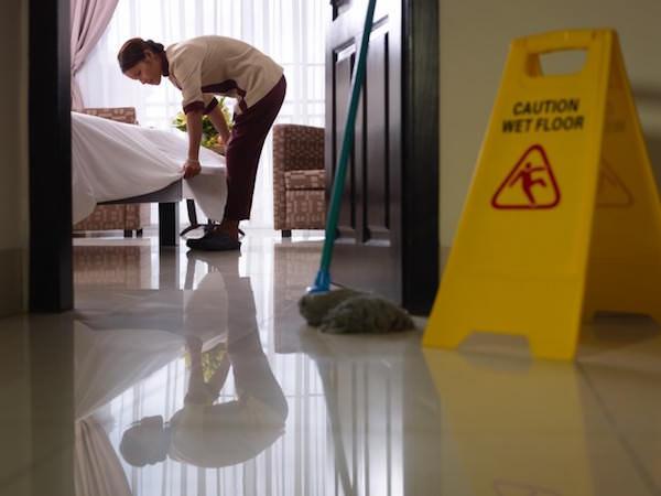 裏方業務の客室清掃