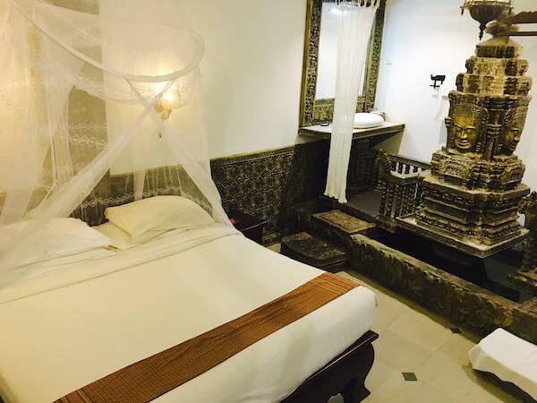 ホテル デ ビレ シェム リープのベッド