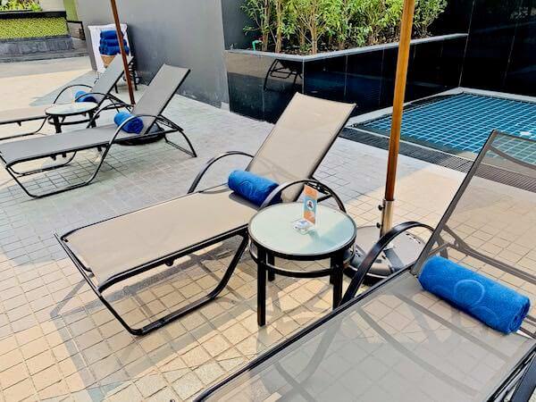 ホテル ニッコー バンコク(Hotel Nikko Bangkok)のプールサイドビーチチェアー