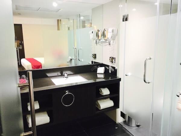ホテル ロイヤル バンコク チャイナタウンのシャワールーム1