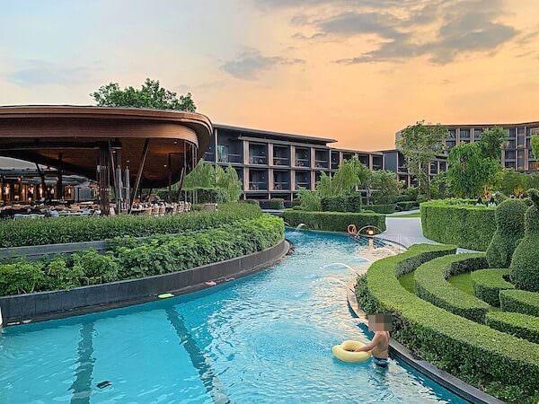 ホアヒン マリオット リゾート アンド スパ(Hua Hin Marriott Resort and Spa)の水路プール2