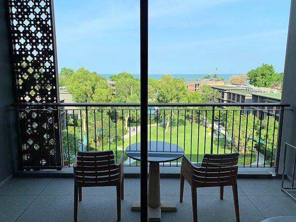 ホアヒン マリオット リゾート アンド スパ(Hua Hin Marriott Resort and Spa)の客室バルコニー