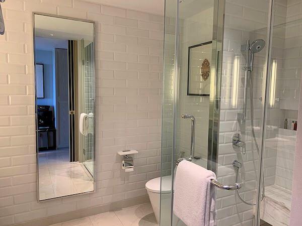 ホアヒン マリオット リゾート アンド スパ(Hua Hin Marriott Resort and Spa)のシャワールーム