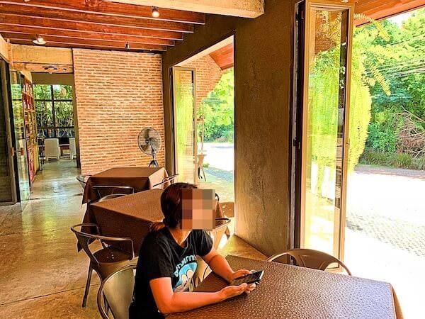 インチャントリードゥープール(inchantreedoopool)の朝食会場