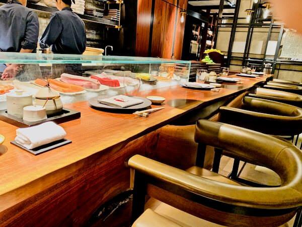 イザ(Iza, Japanese-Izakaya Restaurant)のカウンター席
