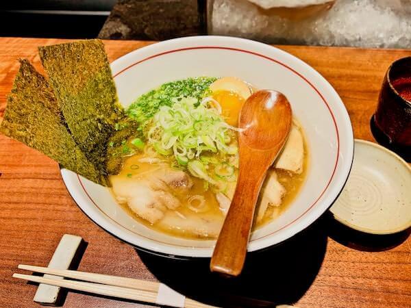 イザ(Iza, Japanese-Izakaya Restaurant)のとんこつラーメン
