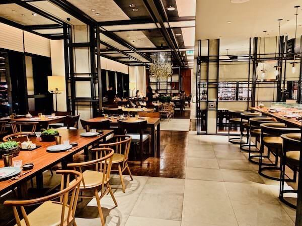 イザ(Iza, Japanese-Izakaya Restaurant)の店内