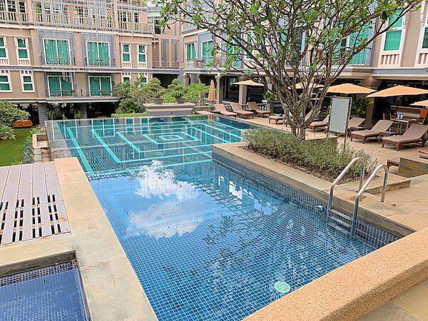 J7 ホテル(J7 Hotel)のプール