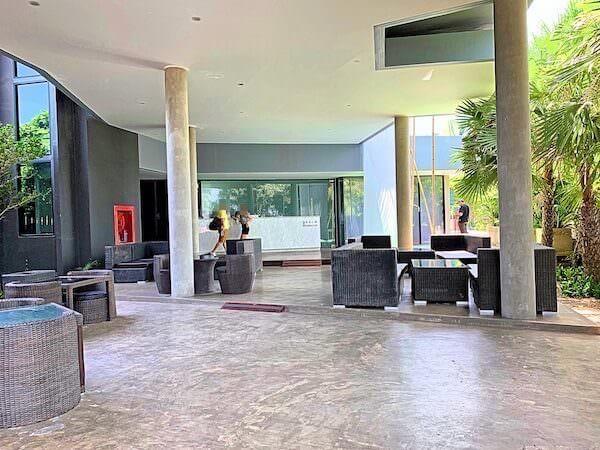 カルム バーンセーン ホテル(Kalm Bangsaen Hotel)のエントランス