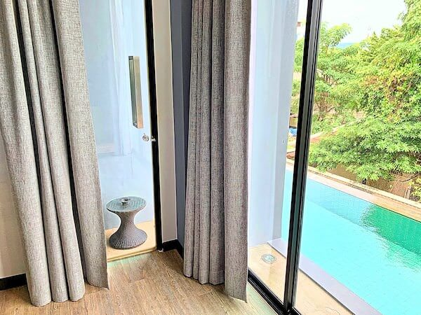 カルム バーンセーン ホテル(Kalm Bangsaen Hotel)の客室バルコニー1
