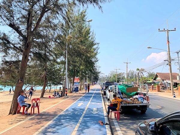 カンタリー ベイ ホテル ラヨーン(Kantary Bay Hotel Rayong)前のビーチロード