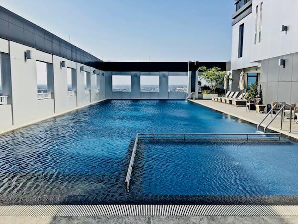 カンタリー ホテル アンド サービスド アパートメント コラート (Kantary Hotel and Serviced Apartment Korat)のプール
