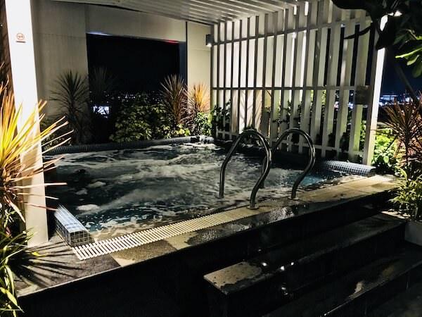 カンタリー ホテル アンド サービスド アパートメント コラート (Kantary Hotel and Serviced Apartment Korat)のジャグジー風呂