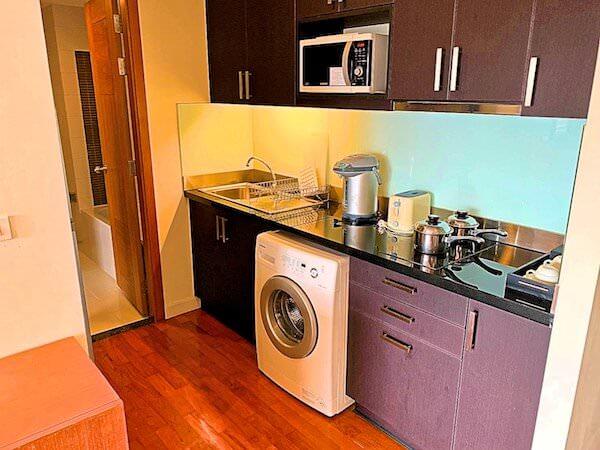 カンタリーホテル アユタヤ(Kantary Hotel Ayutthaya)のキッチンと冷蔵庫