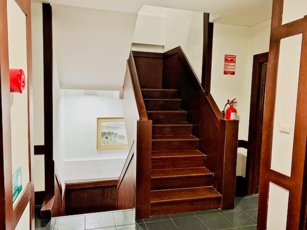 柏屋旅館タイホテル(Kashiwaya Ryokan Thai Hotel)の階段