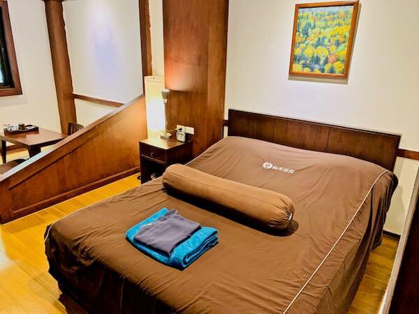 柏屋旅館タイホテル(Kashiwaya Ryokan Thai Hotel)のダブルベッド