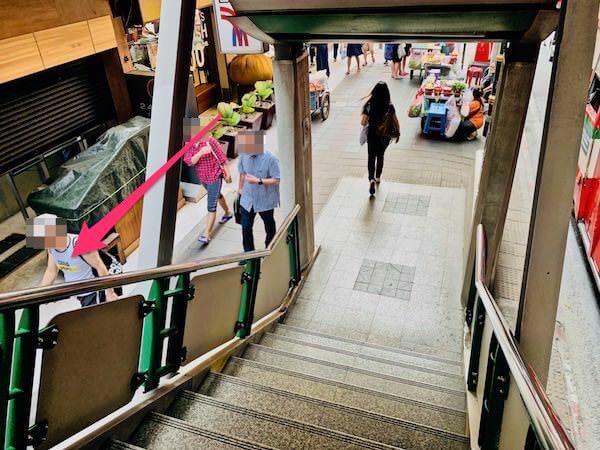 BTSプロンポン4番出口の階段