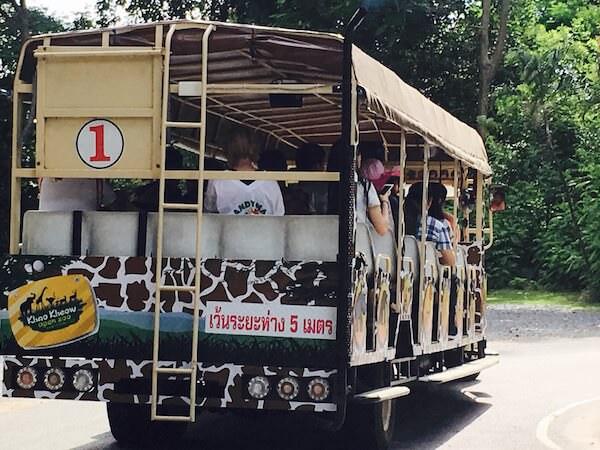 カオキアオ動物園の団体用無料トラム