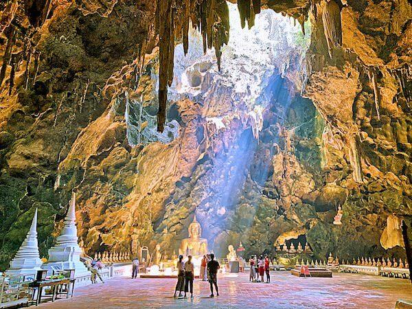 カオルアン洞窟に射し込む光1
