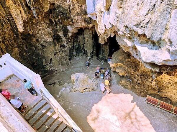 カオルアン洞窟入り口の階段