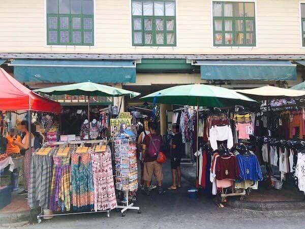 カオサン ホリディ ゲストハウス(Khaosan Holiday Guesthouse)前の雑貨屋