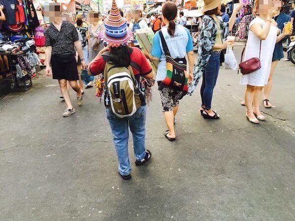 カオサンロード 山岳民族の格好をした売り子
