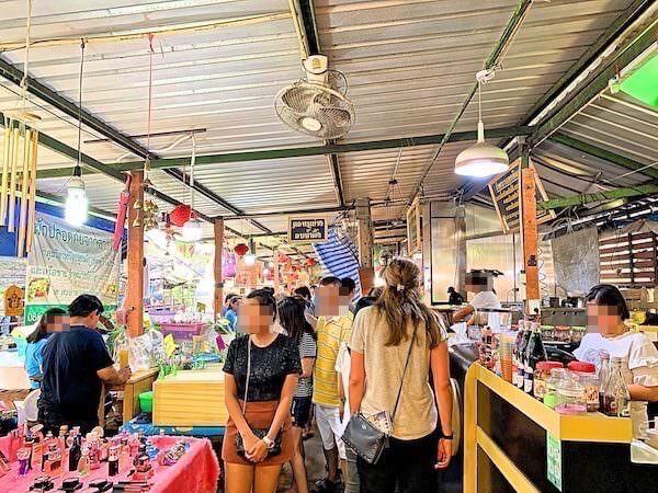 クローンラットマヨム水上マーケットの飲食店エリア