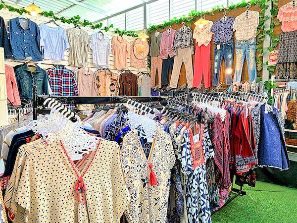 クローンラットマヨム水上マーケットの衣料品店