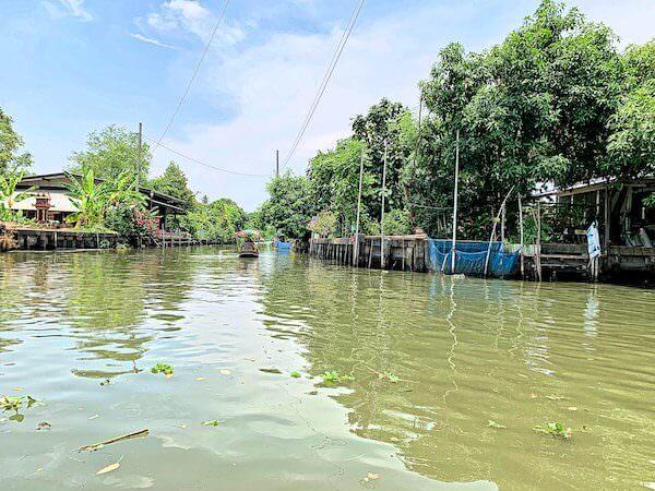 クローンラットマヨム水上マーケットを走る運河