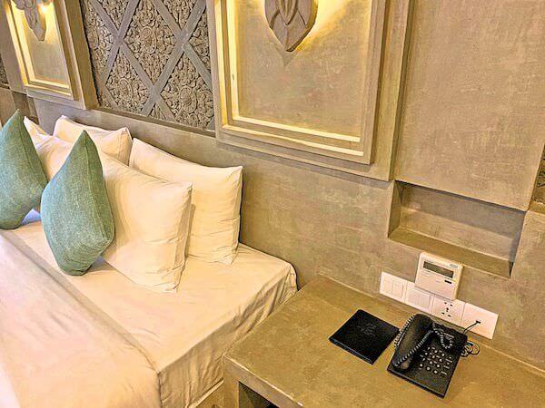 クメール マンション レジデンス(Khmer Mansion Residence)客室ベッドの枕元