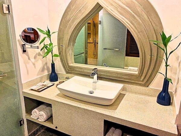 クメール マンション レジデンス(Khmer Mansion Residence)のバスルーム洗面台