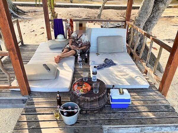 ビーチ周辺の日陰小屋